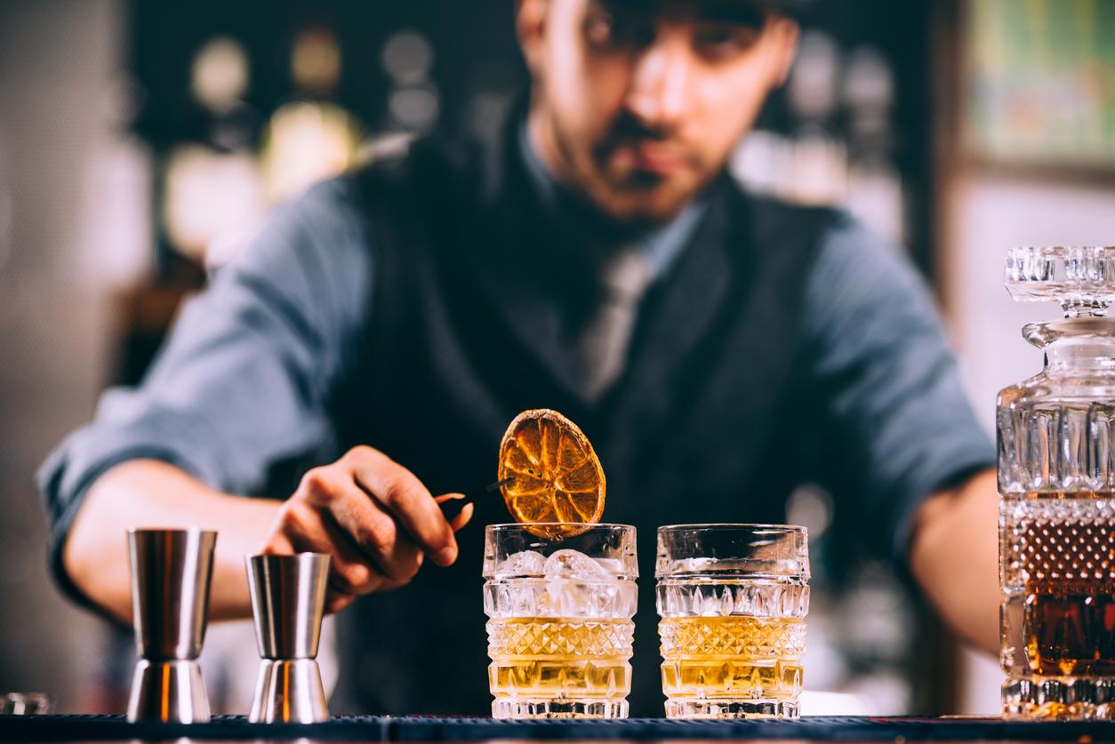 Le Metier De Barman Barmaid En Discotheque Gotham Club Fr